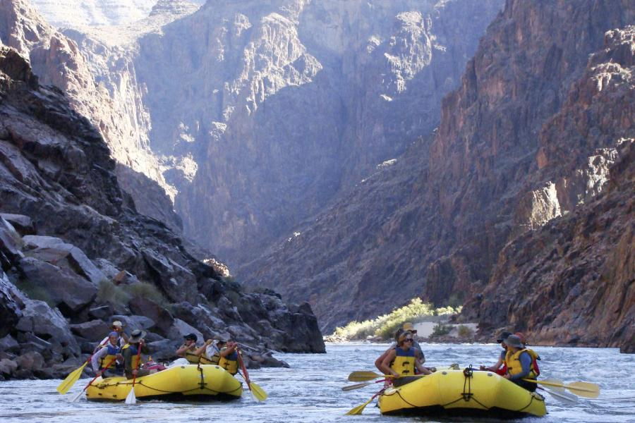 Prescott College Rafting degli studenti di Adventure Education
